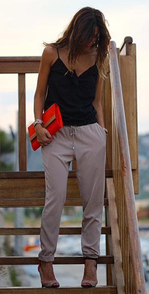 กางเกง Harem สีเบจ Blanco, เสื้อสายเดี่ยวสีดำ Sfera, รองเท้า Zara, กระเป๋าคลัทช์ H&M