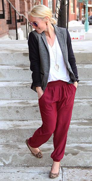 กางเกง Harem สีแดง Urban Outfitters, เสื้อยืดสีขาว J. Crew, เสื้อสูทสีเทาแขนสีดำ J. Crew, รองเท้าลายเสือดาว Payless