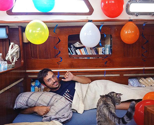 ทิ้งชีวิตในเมืองมาใช้ชีวิตบนเรือ