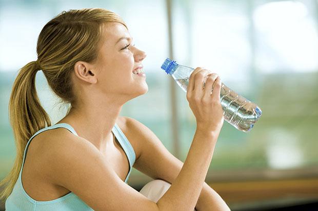 สัญญาณบอกว่าคุณดื่มน้ำน้อยเกินไป
