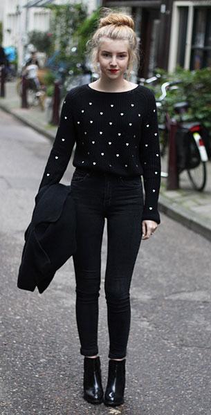 สเว็ตเตอร์ลายจุด Zara สีดำจุดหัวใจสีขาว, เสื้อโค้ทสีดำ NowiStyle, กางเกงยีนส์สีดำ H&M, รองเท้าบู๊ท Primark