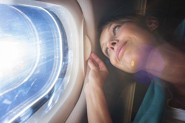 เคล็ดลับการผ่อนคลายเมื่อเดินทางโดยเครื่องบิน
