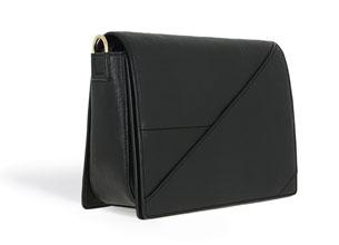 กระเป๋าสีดำ Pedro