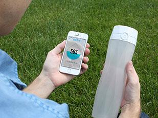 ขวดน้ำที่เตือนให้ดื่มน้ำอย่างเพียงพอในแต่ละวัน