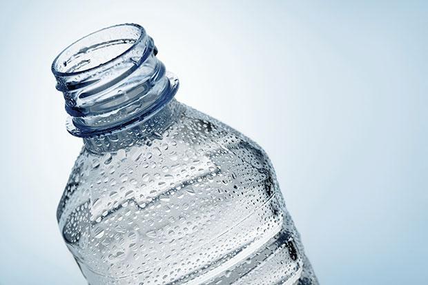 อันตรายของการนำขวดน้ำเก่ากลับมาใช้ใหม่