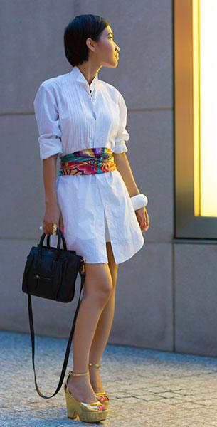 เชิ้ตเดรสสีขาว Sacai, ผ้าพันคอ Hermes, รองเท้าสีทอง Celine, กระเป๋า Celine