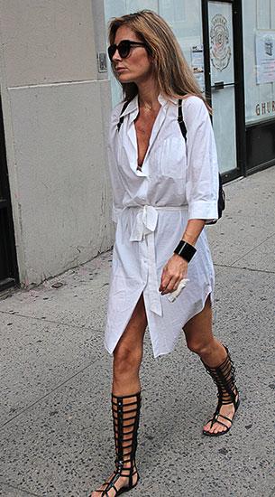 เดรสสไตล์เสื้อเชิ้ตสีขาว, รองเท้า Gladitor