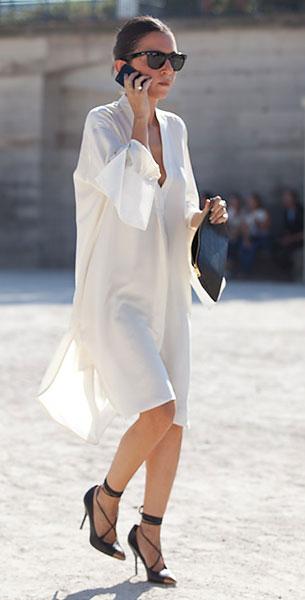 Shirt Dress สีขาว, รองเท้าส้นสูงสีดำ