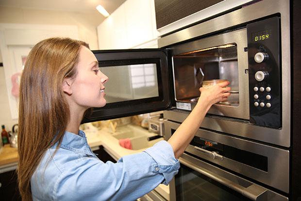 ข้อควรรู้ก่อนการทำอาหารด้วยไมโครเวฟ