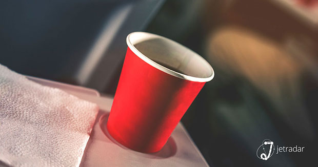 น้ำบนเครื่องบินดื่มจากขวดดีกว่า