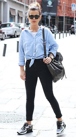 รองเท้า Nike Air Max สีขาวดำ, เสื้อเชิ้ตสีฟ้า Zara, กางเกงยีนส์สีดำ Topshop, กระเป๋าเป้ Pieces, แว่นตากันแดด Raen Optics
