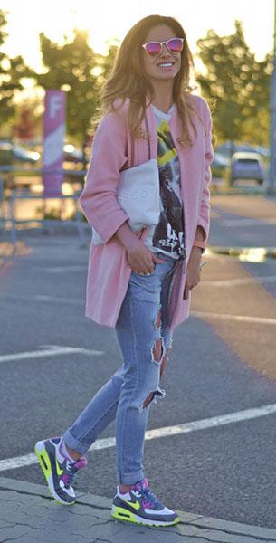 รองเท้า Nike Air Max, เสื้อยืด Zara, กางเกงยีนส์ Zara, เสื้อโค้ทสีชมพู Zara