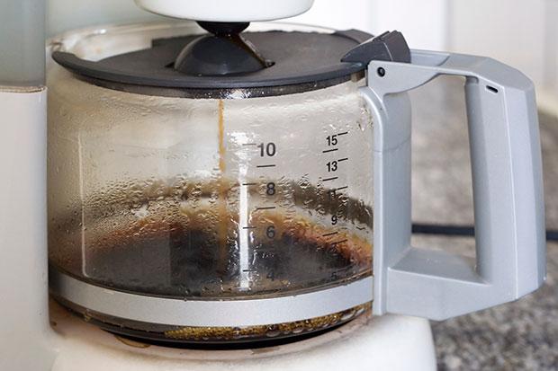 ลืมทำความสะอาดเครื่องชงกาแฟ