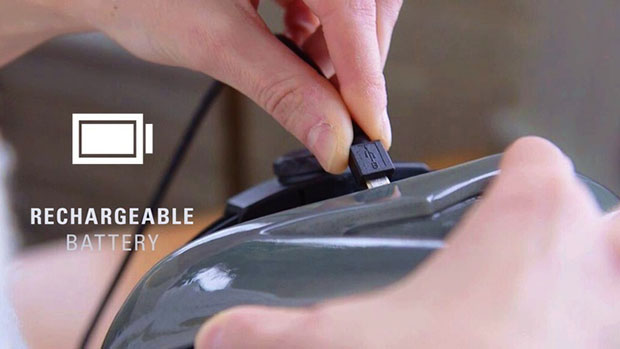 หมวกกันน็อคจักรยานที่มีสัญญาณไฟชาร์จแบตเตอรี่ด้วยสาย micro USB