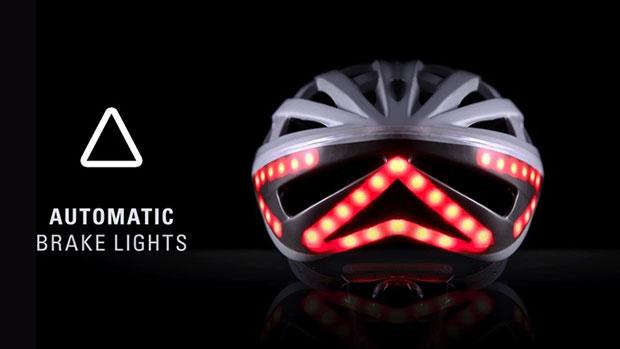 หมวกกันน็อคจักรยานที่มีสัญญาณไฟเบรค
