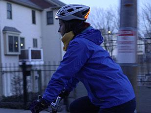 หมวกกันน็อคจักรยานที่มีไฟเบรค สัญญาณไฟเลี้ยว