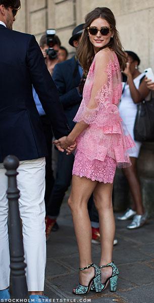 เดรสลูกไม้สีชมพู Olivia Palermo