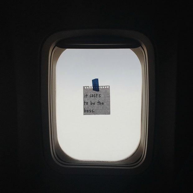 แอร์โฮสเตสฝากข้อความให้กำลังใจสุดน่ารักแก่บรรดาผู้โดยสารบนเครื่องบิน