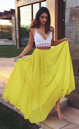 กระโปรงสีเหลือง, เสื้อสายเดี่ยวสีขาว
