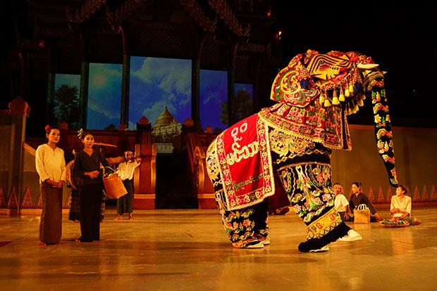 การแสดงโชว์วัฒนธรรมผสมผสาน พม่า