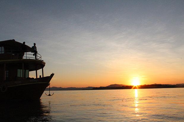 ชมพระอาทิตย์ตก ประเทศพม่า