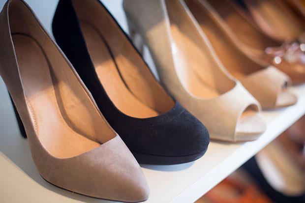 วิธีเลือกซื้อรองเท้าสำหรับผู้หญิงไซส์ที่หาใส่ได้ยาก