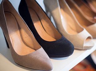 วิธีเลือกซื้อรองเท้าสำหรับผู้หญิงไซส์พิเศษที่หารองเท้าใส่ได้ยาก
