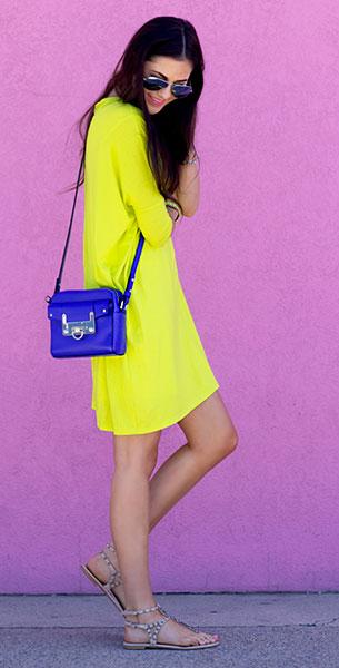 เดรสสีเหลือง Asos, รองเท้า Zara, กระเป๋าสีน้ำเงิน Milly, แว่นตากันแดด Ray Ban