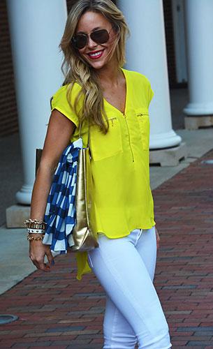 เสื้อสีเหลือง Nashville Boutique, กางเกงยีนส์สีขาว Marc Allison, รองเท้าส้นสูง Elaine Turnerกระเป๋าสีทอง Elaine Turner