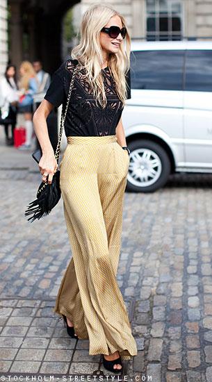 กางเกงขาบานลายสีทอง, เสื้อลูกไม้สีดำ