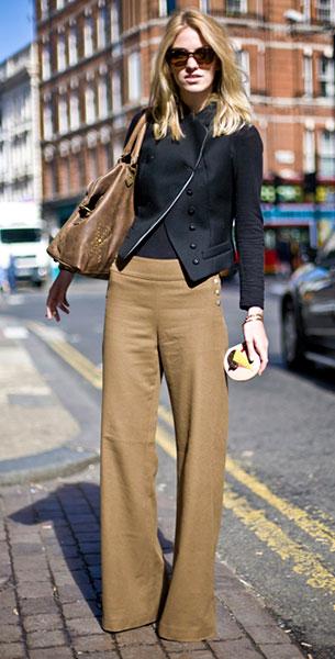 กางเกงขาบานสีน้ำตาล, แจ็คเก็ตสีดำ