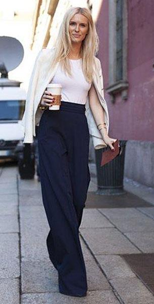 กางเกงขาบานสีน้ำเงิน, เสื้อกล้ามสีขาว, สูทสีขาว