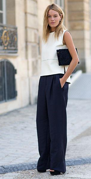 กางเกงขาบานสีน้ำเงิน, เสื้อแขนกุดสีขาว