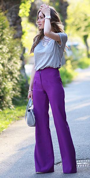 กางเกงขาบานสีม่วง, เสื้อยืดสีเทา