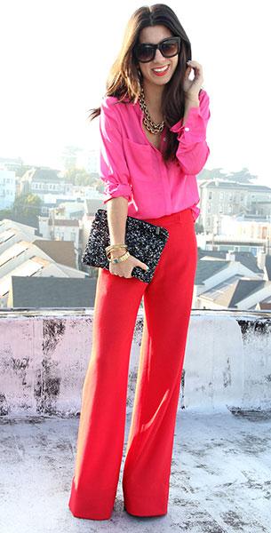 กางเกงขาบานสีแดง Adam, เสื้อเชิ้ตสีชมพู H&M, รองเท้า Jessica Simpson, กระเป๋า Zara