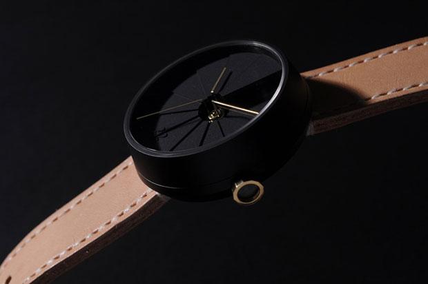 นาฬิกาเรือนดำ สายสีน้ำตาลอ่อน