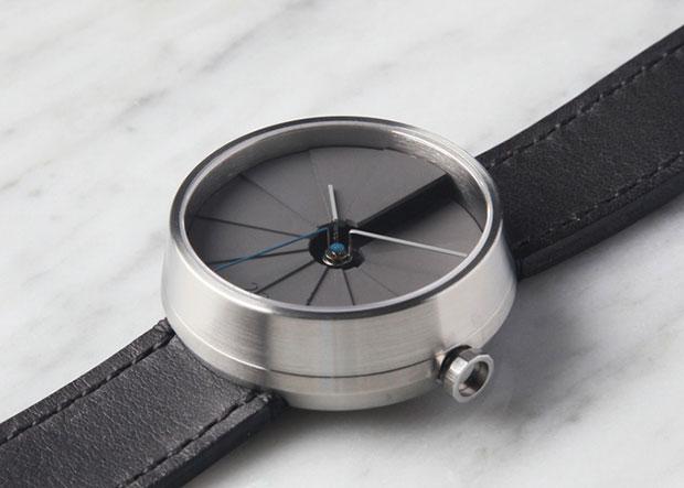 นาฬิกาเรือนเงิน สายสีดำ