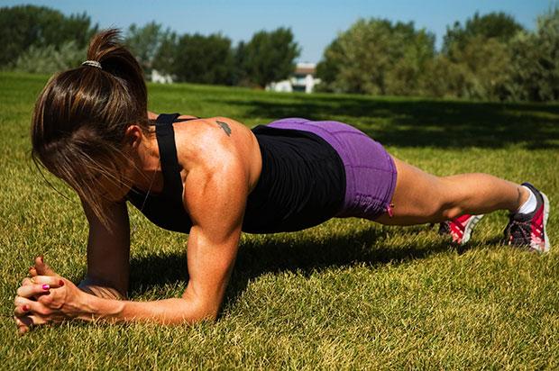 สิ่งที่จะเกิดขึ้นเมื่อออกกำลังกายด้วยท่า Planks ทุกวัน