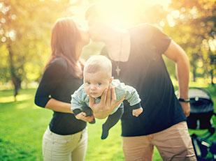 เคล็ดลับการเอาตัวรอดจากการเป็นพ่อแม่ในช่วงปีแรกพร้อมกับวิธีประคองรัก