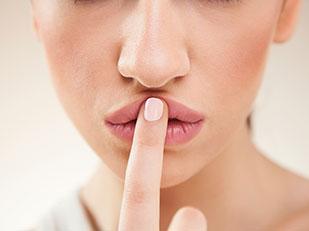 วิธีทำให้ริมฝีปากนุ่มอวบอิ่มเป็นธรรมชาติ