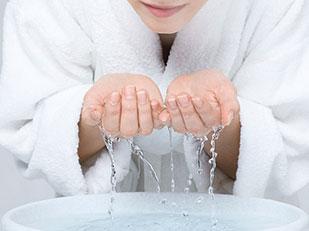 วิธีที่ดีที่สุดในการล้างหน้าตามคำแนะนำของผู้เชี่ยวชาญ