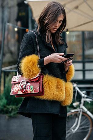 กระเป๋า Gucci สีแดงลายดอกไม้