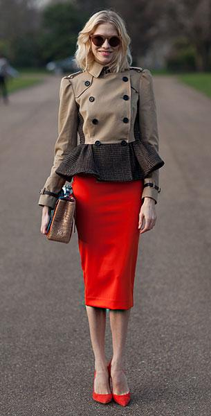กระโปรงสีแดง, รองเท้าสีแดง