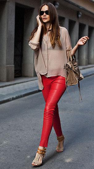 กางเกงหนังสีแดง