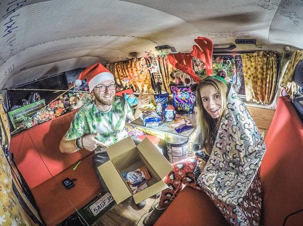 ฉลองเทศกาลคริสต์มาสในรถตู้