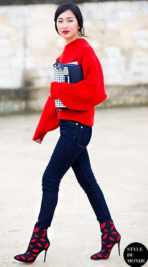 สเว็ตเตอร์สีแดง, กางเกงยีนส์, รองเท้าบู๊ท