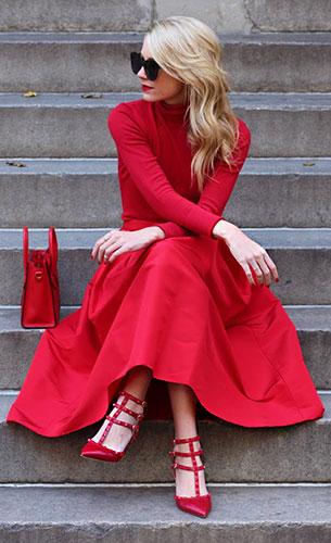 สเว็ตเตอร์สีแดง Zara, กระโปรงสีแดง Tibi, รองเท้าสีแดง Valentino, กระเป๋าสีแดง Celine