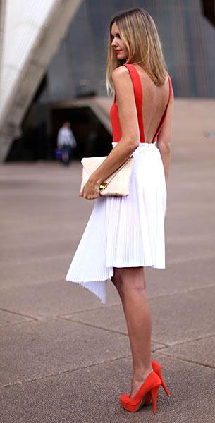 เดรสสีแดง Aqua, กระโปรงสีขาว Velevska, รองเท้าส้นสูงสีแดง Zu, คลัทช์ Asos