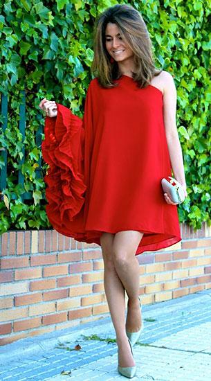 เดรสสีแดง Limoneta, รองเท้า Pilar Burgos, คลัทช์ Zara