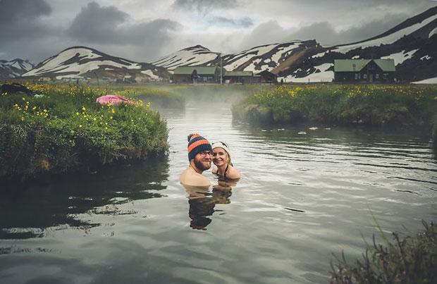 เดินทางไปอาบน้ำพุร้องในไอซ์แลนด์